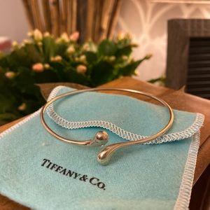 Tiffany&Co Elsa Peretti teardrop bangle